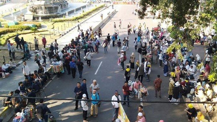 Jelang Putusan Sidang Sengketa Hasil Pilpres 2019, Massa Berkumpul di Dekat Gedung MK