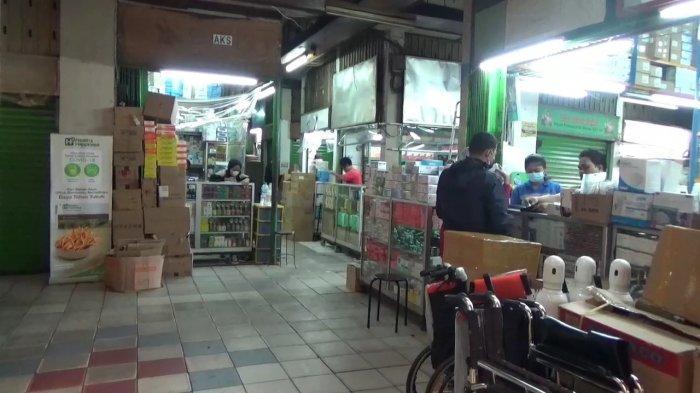 Dijual Bebas, Penjualan Rapid Test Antibody Mandiri Naik 10 Persen di Pasar Pramuka - suasana-pasar-pramuka-3.jpg
