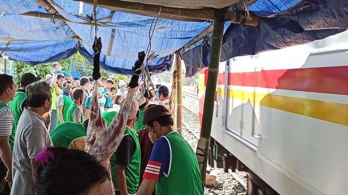 Bantaran Rel di Sunter Agung Jadi Lokasi Potong Kurban, Warga Harus Bubar Sejenak saat Kereta Lewat