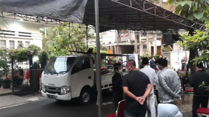 Tenda Sudah Terpasang di Kediaman Wakil Jaksa Agung, Keluarga Siapkan Bilik Disinfektan