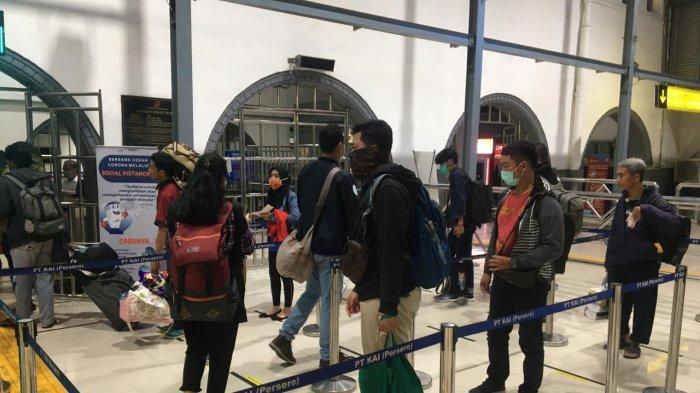 Hari ini Ribuan Calon Penumpang Batalkan Keberangkatan dari Stasiun Pasar Senen dan Stasiun Gambir