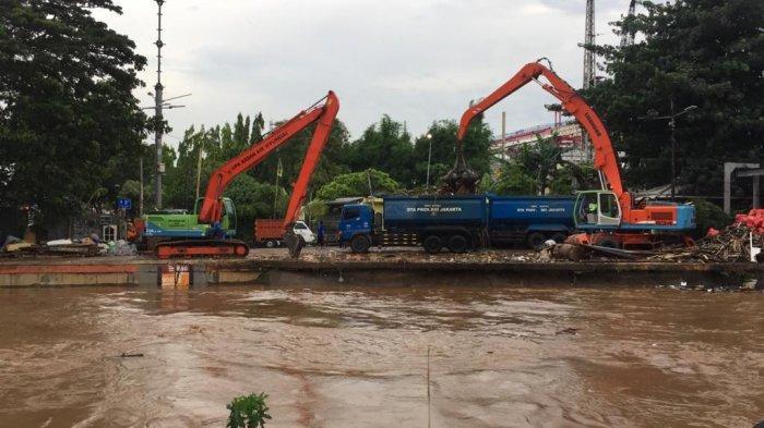 3 Pintu Air Siaga 1, Hampir 11 Persen Wilayah Jakarta Lumpuh Akibat Banjir