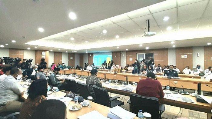 Suasana rapat soal PPDB 2020 di gedung DPRD, Jakarta Pusat, Rabu (24/6/2020).