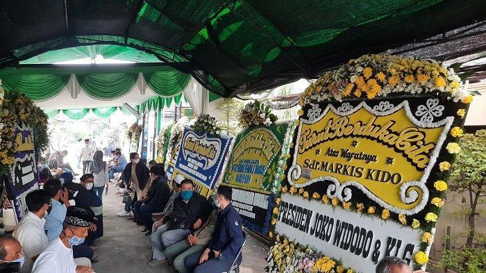 Rumah Duka Markis Kido Ramai Didatangi Pelayat, Berjejer Karangan Bunga dari Menteri Hingga Presiden