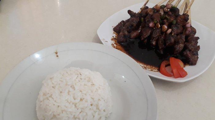 Sate Ubin Toni Cirebon di Jagakarsa: Habiskan 30 Kg Daging Kambing Sehari dan Rahasia Supaya Empuk