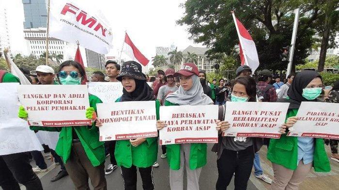 Massa Mahasiswa Berdatangan di Jalan Medan Merdeka Barat, Ini Pesan Tuntutannya