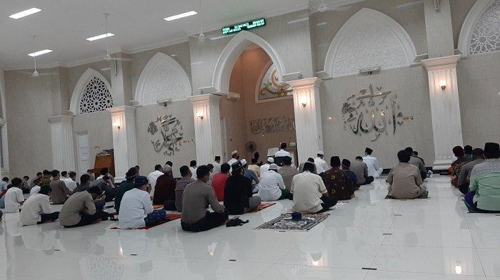 Masjid Jami Shodri Asshiddiq Dekat PN Jakarta Timur Menggelar Salat Tarawih Perdana