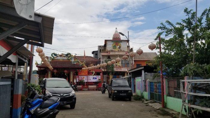 Suasana sepi Kampung Tehyan, Sewan, Kecamatan Neglasari, Kota Tangerang menjelang perayaan Tahun Baru Imlek 2572 di tengah pandemi Covid-19, Kamis (11/2/2021).