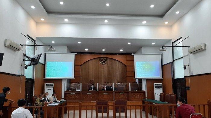 Suasana sidang praperadilan atas penahanan dan penangkapan Muhammad Rizieq Shihab di Pengadilan Negeri (PN) Jakarta Selatan, Senin (22/1/2021).