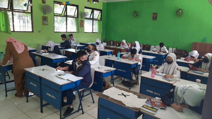 Suasana simulasi belajar tatap muka di SMPN 2 Kota Bekasi, Senin, (3/8/2020).