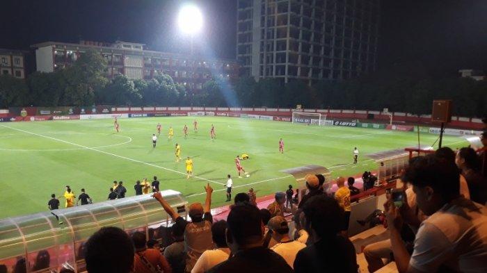 Bhayangkara FC Vs Persija Jakarta: Suporter Terobos Masuk Tribun Penonton, Meski Dilarang Hadir