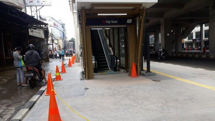 Antisipasi Parkir Liar di Trotoar, PT MRT Pasang Cone di Sekitar Stasiun Haji Nawi