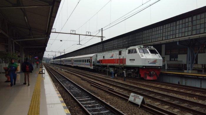 Perjalanan Sempat Dibatalkan, Stasiun Pasar Senen Kembali Berangkatkan 7 Kereta Api