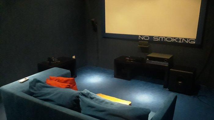 Sensasi Nonton Film Rasa Bioskop Pribadi Kelas Premiere di Subtitles: Bisa Ngemil Selonjoran di Sofa