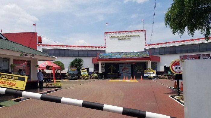 Suasana terkini Lapas Kelas 1 Tangerang yang terjadi kebakaran maut menewaskan 44 warga binaan pemasyarakatan (WBP) atau narapidana, Kamis (9/9/2021).