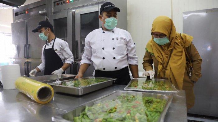 Sudin Kesehatan Jakut Cek Olahan Daging Kurban di Hotel Aston Untuk Pastikan Makanan Berkualitas
