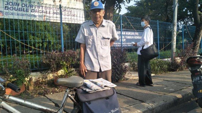 Suhaemin, loper koran di sekitaran Cawang, Kramat Jati, Jakarta Timur sejak 11 tahun lalu saat ditemui di Kramat Jati, Jakarta Timur, Kamis (18/3/2021).