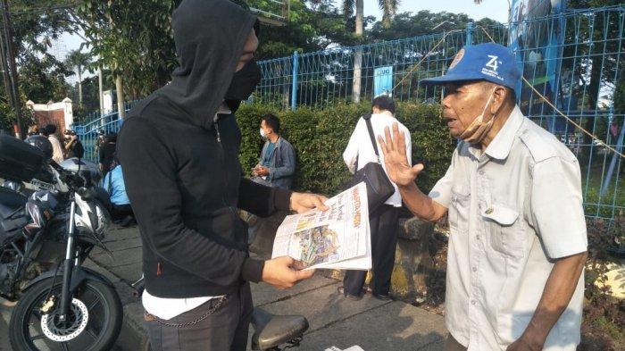 Cerita Suhaemin, Loper Koran yang Kini Andalkan Pengendara dan Pengguna Jalan Sebagai Pembeli