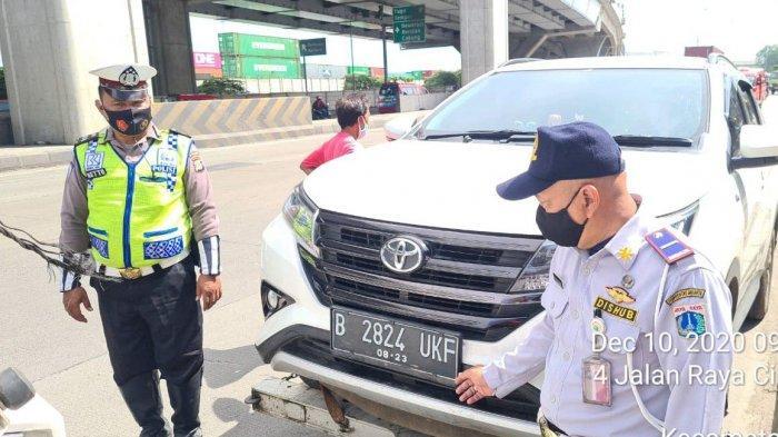 Puluhan Kendaraan Ditindak Petugas Sudinhub Jakarta Utara Karena Terparkir Sembarangan