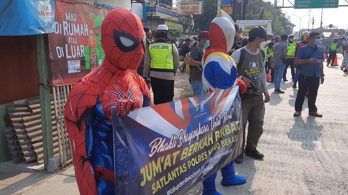 Ironman, Spiderman Hingga Captain America Diterjunkan di Penyekatan PPKM Darurat Sasak Jarang Bekasi