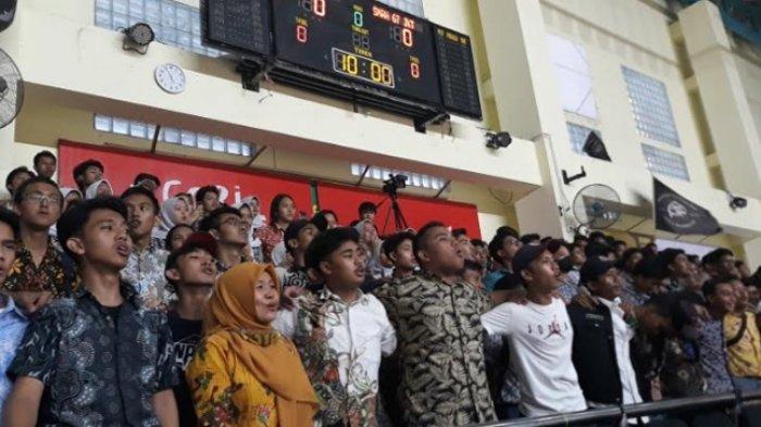 Hari Batik Nasional, Suporter SMAN 59 Jakarta Pakai Batik Saat Beri Dukungan di DBL East Region