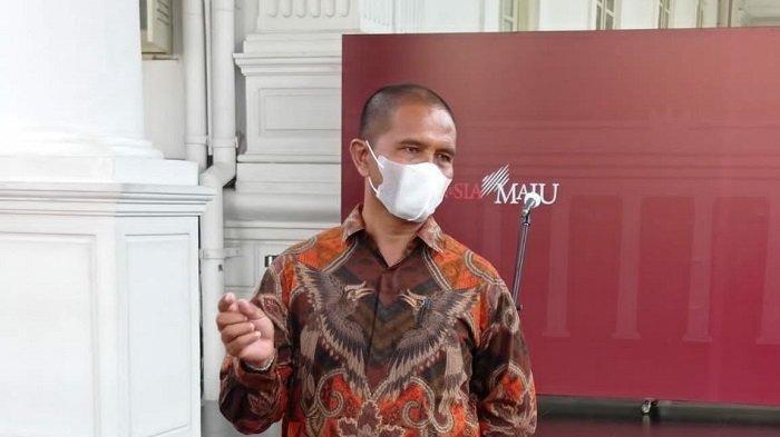 Suroto, peternak ayam, usai bertemu Presiden Jokowi di Istana Negara, Jakarta, Rabu (15/9/2021). Suroto sempat buat geger setelah melakukan aksi membentangkan poster ke arah Presiden Jokowi hingga ditangkap polisi di Blitar, Jawa Timur, pada Selasa (07/09/2021) lalu.