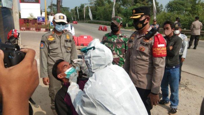 Polresta Tangerang melakukan swab antigen kepada pemudik yang kembali ke Kabupaten Tangerang selepas dari kampung halamannya, Selasa (18/5/2021).