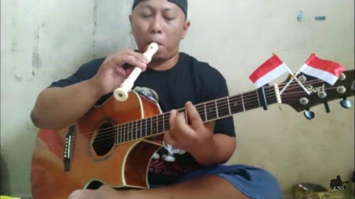 Penampilan Alip Ba Ta saat mengcover lagu Ibu Pertiwi di Hari Kemerdekaan Ke-76 RI, Selasa (17/8/2021).
