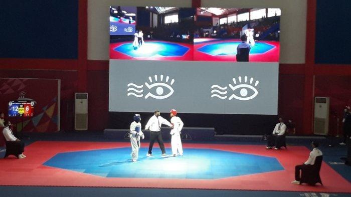 Pertandingan cabor Taekwondo PON Papua di GOR Politeknik Penerbangan Kayu Batu, Kota Jayapura, Minggu (3/10/2021).