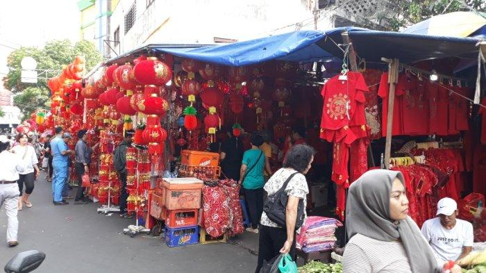 Pedagang Pernak Pernik Perayaan Tahun Baru Imlek Penuhi Kawasan Pecinan Glodok Jakarta Barat