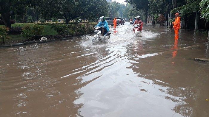 Jakarta Diguyur Hujan Deras, 6 RT di Ibu Kota Tergenang Air hingga 1 Meter