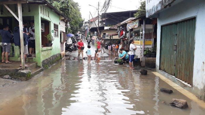 Tampak permukiman warga Kelurahan Cipinang Melayu korban banjir luapan PHB Sulaiman, Makasar, Jakarta Timur, Selasa (16/2/2021)