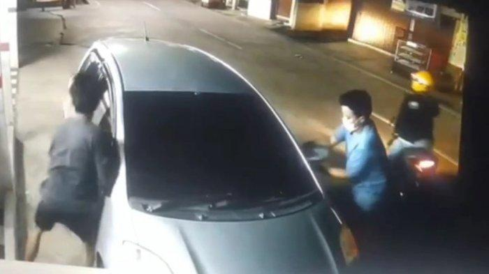 Viral CCTV Dua Maling Betot Spion di Bekasi, Nekat Panjat Pagar: Tantang Warga Saat Dipergoki
