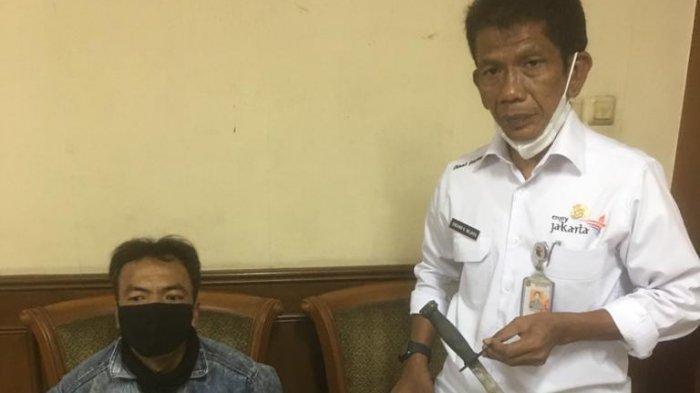 Pelaku penusukan terhadap Pelaksana tugas (Plt) Kepala Dinas Pariwisata dan Ekonomi Kreatif (Parekraf) DKI Jakarta Gumilar Ekalaya.