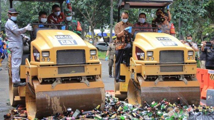 3.140 Botol Miras Hasil Operasi Maret-Desember 2020 di Kota Tangerang Dimusnahkan