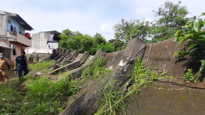 Lelah Digerus Banjir Kiriman, Tanggul Kali Bekasi di Perumahan PGP Jebol: Membahayakan Warga Sekitar