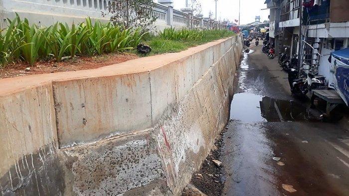 Pemerintah Bakal Bangun Saluran Air Cegah Kebocoran Tanggul Laut Muara Baru Genangi Pemukiman