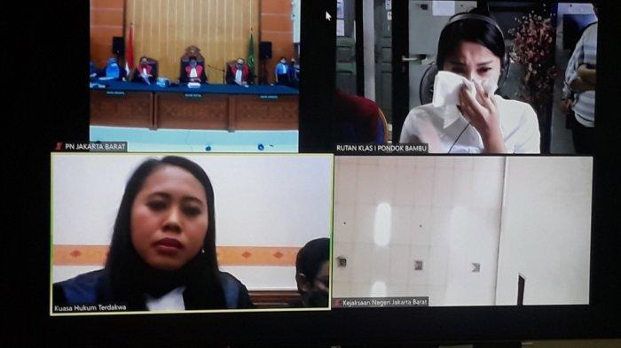 BERITA FOTO Tangis Lucinta Luna Pecah Dengar Tuntutan 3 Tahun Penjara