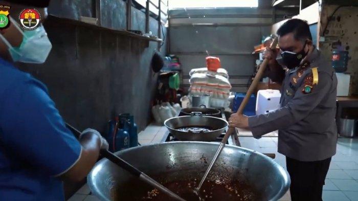 Belajar Masak Rendang untuk Masyarakat yang Isoman, Kapolda Metro: Butuh Perjuangan