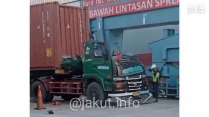 Sopir Truk Trailer di Pelabuhan Tanjung Priok Tewas Usai Tabrak Peti Kemas yang Sedang Diturunkan