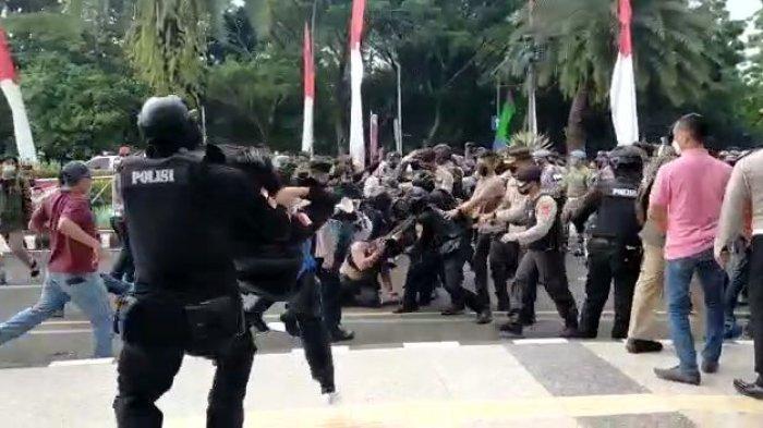 Tangkapan layar video berdurasi 48 detik menunjukan arogansi anggota Polresta Tangerang membanting mahasiswa