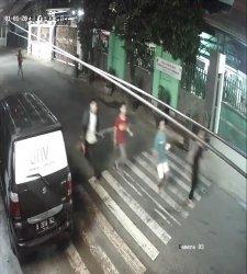 Dua kelompok pemuda melakukan aksi tawuran di Jalan Pinang Ranti Dua, Makasar, Jakarta Timur pada Jumat (1/1/2021) sekira pukul 03.30 WIB.
