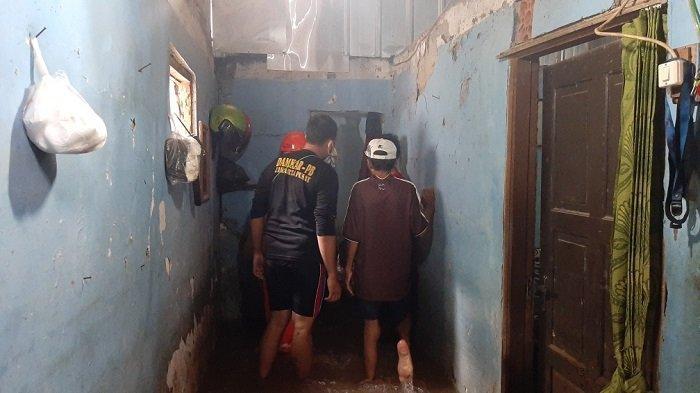 Tembok Rumah Warga Jebol, Permukiman Warga di RT 6 RW 7 Kelurahan Makasar Terendam Banjir