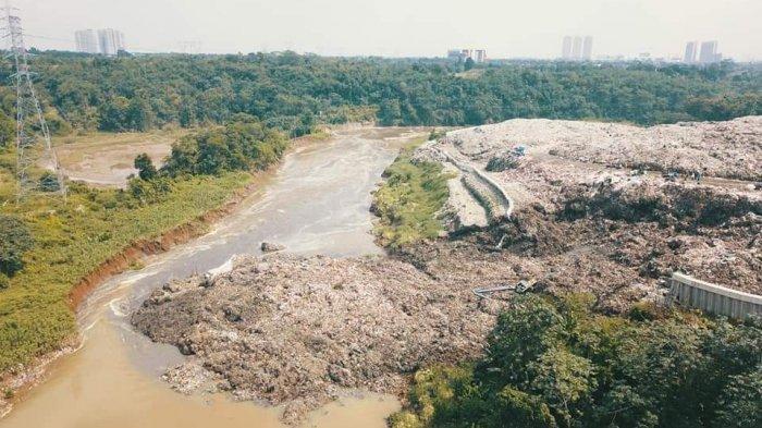 Sampah TPA Cipeucang Tangsel yang Longsor ke Sungai Cisadane Volumenya Mencapai 100 Ton