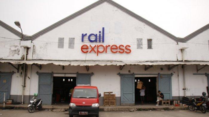 Rail Express, Kereta Pengantar Barang Mulai dari Bahan Pokok hingga Kendaraan Bermotor