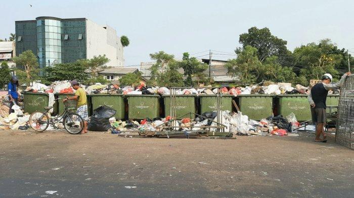 Hidung Zainal Sakit Gegara Cium Bau Tak Sedap dari Tempat Sampah di Area Pasar Jiung Kemayoran