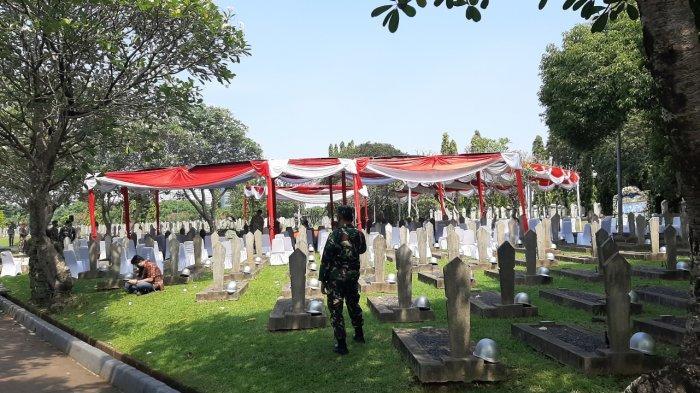 Makam Mantan KSAD Pramono Edhie Berdampingan dengan Pusara Ani Yudhoyono