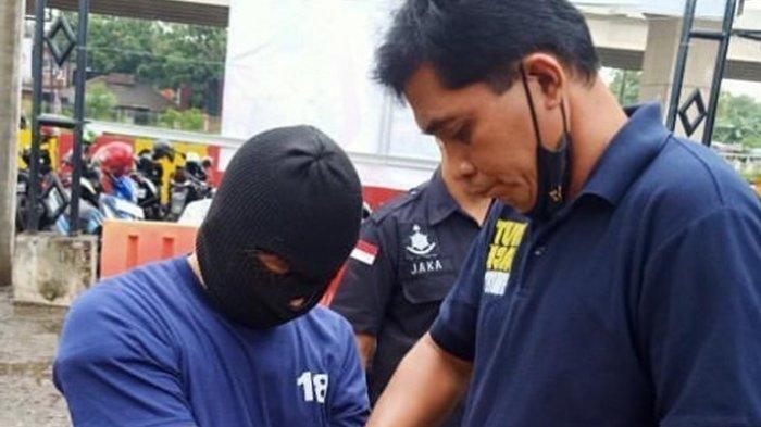 Terduga pelaku eksibisionis (pelecehan seksual) terhadap istri dari komedian Isa Bajaj akhirnya berhasil ditangkap.