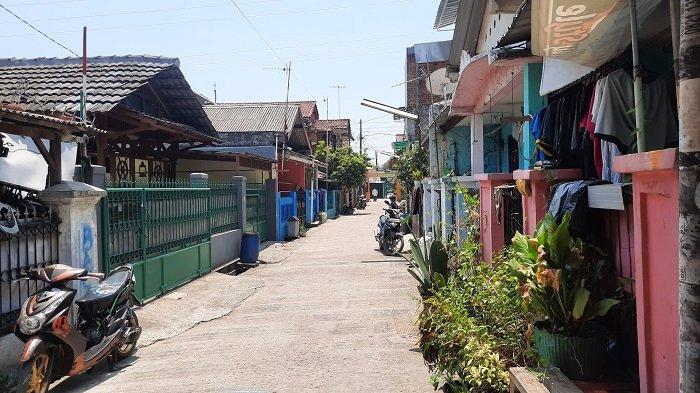 Suasana lingkungan perumahan di Kecamatan Bekasi Utara, Kota Bekasi lokasi penangkapan terduga teroris, Jumat (10/9/2021).