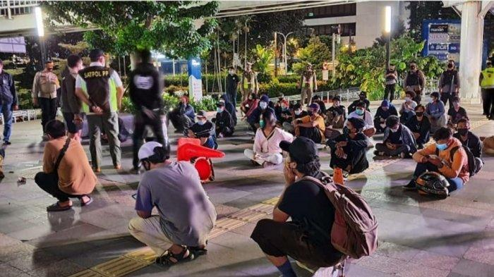 Dini Hari Nongkrong di Taman Budaya Dukuh Atas Jakarta Selatan, 52 Remaja Jalani Rapid Test Antigen